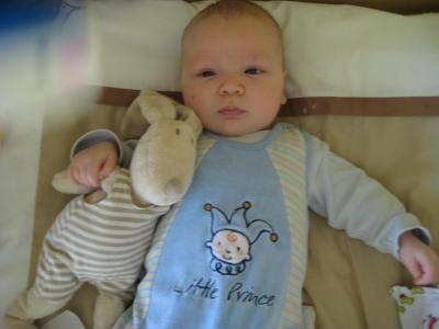 Arvid mit seinem Hasen